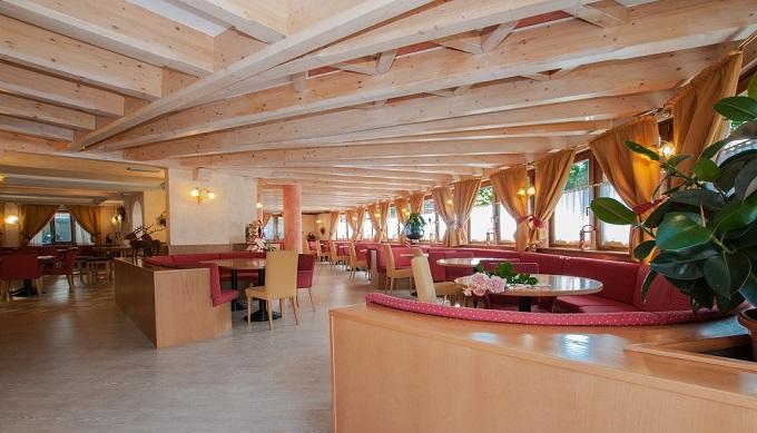 hotel val di sole bar